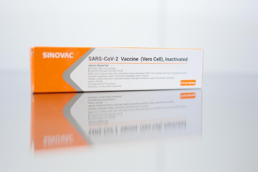 Testes clínicos em voluntários para a vacina contra o coronavírus são iniciados em SP