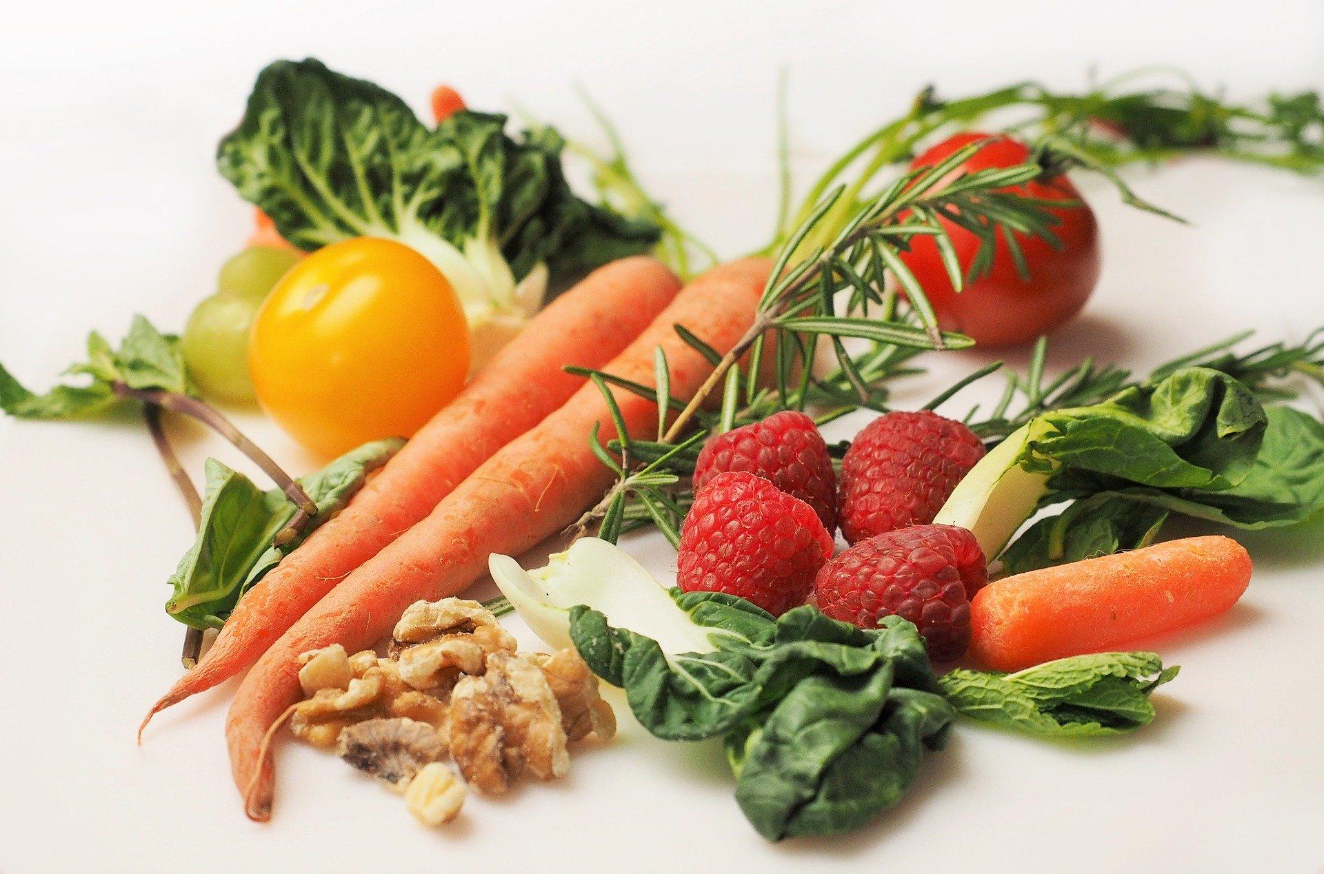 Apesar de estar presente em diversos itens nutricionais, as fontes alimentares respondem de 10 a 20% da vitamina D necessária para os seres humanos