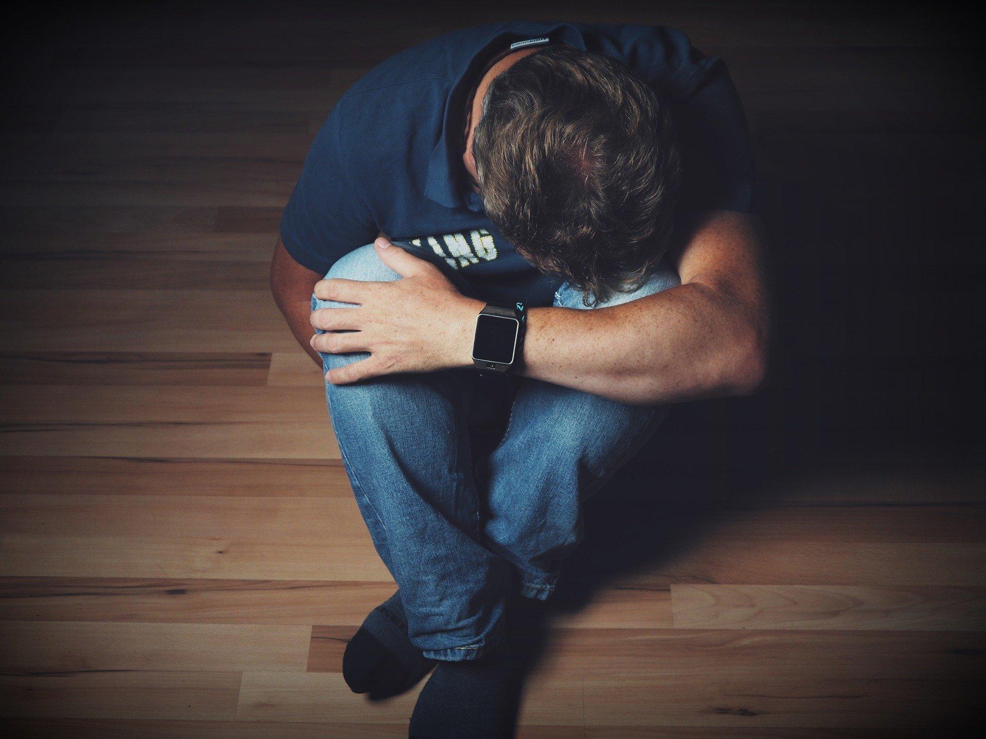 Depressão e risco de suicídio em jovens adultos e como ajudar
